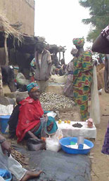 market-day-woman-in-segou